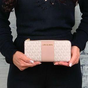 - Nwt Michael center stripe vanilla wallet